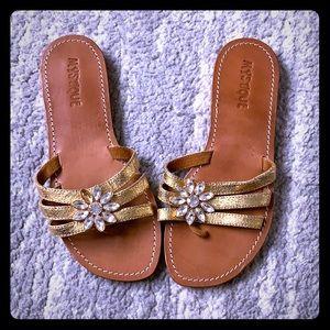 Great condition mystique gold sandals sz 8